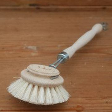 traditional-washing-up-brush-with-long-handle-large_1